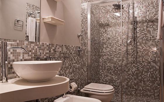 Camera ampia ed elegante con vista mare al B&B 700 Ulivi a ...